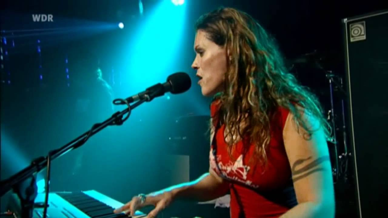 Beth Hart Leave The Light On Live 2006 Youtube