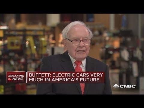 Warren Buffett: Electric cars are in America's future