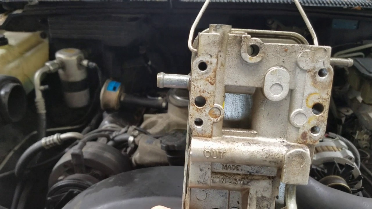 Diesel Fuel Filter And Base Replacment On A Gm  Detroit 6