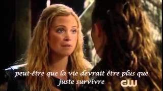 The 100 - Clarke et Lexa -First kiss - 2x14 - VOSTFR