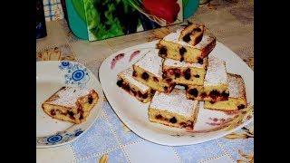 Пирог на кефире с замороженными ягодами.