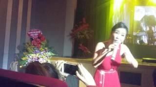 Bống Hồng Nhung hát live yêu lắm luôn
