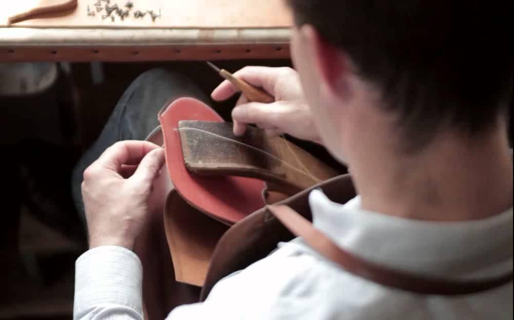 Таким образом, мастер сможет не только изготовить несколько ремней, купить кожу растительного дубления дёшево, но и продать заготовки другим.