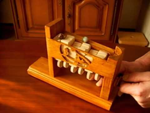 jouet en bois a billes youtube. Black Bedroom Furniture Sets. Home Design Ideas