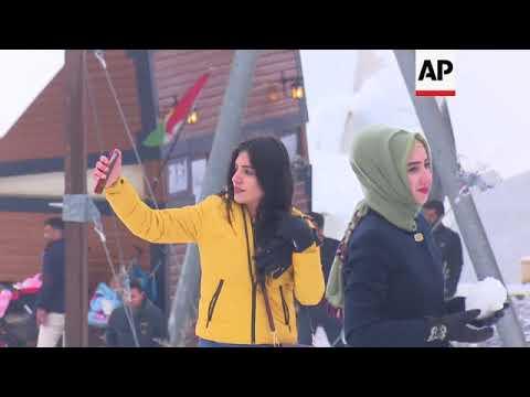 Iraqi tourists enjoy snow in Kurdish region