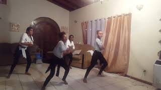 Girls dancing to Nicky Minaj chun li