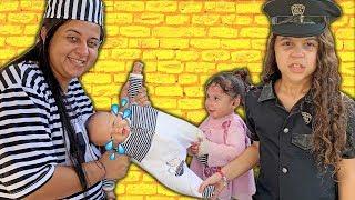 SARAH FINGE BRINCAR DE POLICIAL com a mamãe e salva o BEBÊ REBORN