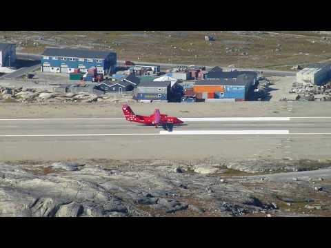 Air Greenland Dash-8 landing in Nuuk