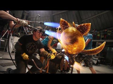 Glass Artist Raven Skyriver makes GIANT glass Sea Turtle! AMAZING