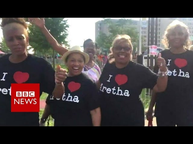 Aretha Franklin fans belt out 'Respect'- BBC News