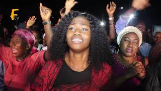 TOPE ALABI PRAISE GOD IN THE STREET OF LAGOS.