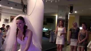 18.05.2013 -Невеста кидает букет- (свадебный обряд)