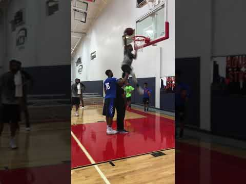 Sir Issac dunking at MI3 Center #HoustonStrong