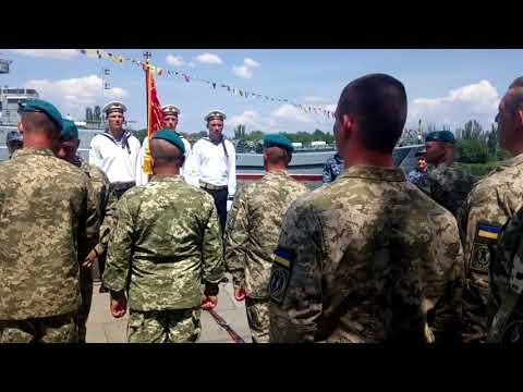 0512: Порошенко дал новые береты пехотинцам