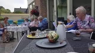 Zingen in de tuin in Apeldoorn - deel 2