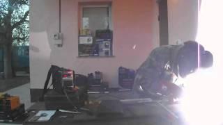 Обзор видео сварочный инвертор Днипро М 250 DB (дисплей - кейс)(В данном видео ролике показана работа сварочного аппарата (инвертора) « Днипро М» ММА 250 DB, с сайта http://barabashovo..., 2013-06-05T06:25:27.000Z)