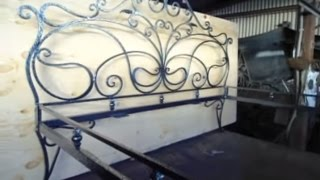Художественная ковка мебели(Ковка кровати. Художественная ковка мебели. Материал предоставлен сайтом http://kuznica-msk.ru., 2012-02-14T15:07:28.000Z)