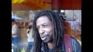 Maza, cantor artista  rua canta Bob Marley Singer Street Artist Cantante Crtista Callejero