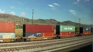 Kamloops駅に停車中の長大編成の貨物列車。Kamloops→Jasperに向かう、カ...