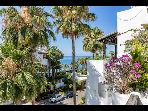 Beachside Penthouse in Puente Romano, Marbella Golden Mile