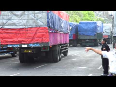 Trucks Indonesia - Padangbai harbour