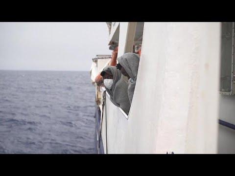 شاهد: سفينة -سي-ووتش- تنقذ مئات المهاجرين قبالة الشواطئ الليبية …  - 10:58-2021 / 5 / 4