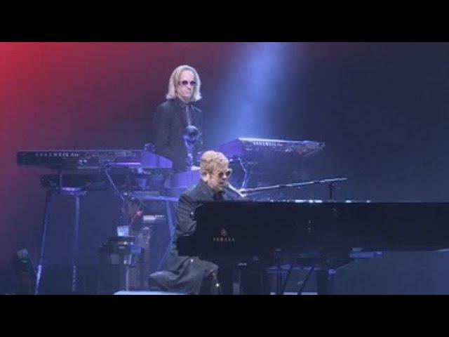 Elton John revive en Barcelona sus dorados años 70