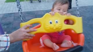 bebek  elifsu salıncakta sallanırken gülme krizi sevinmesi maşallah
