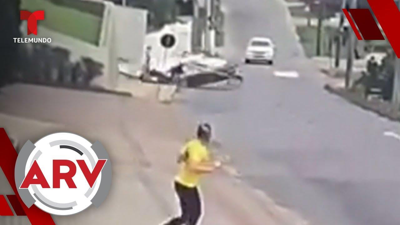 Avioneta se estrella en calle transitada de Brasil y todo queda grabado | Al Rojo Vivo | Telemundo