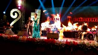 Sunidhi Chauhan - Beedi Jalaile in her first ever Live Unplugged show