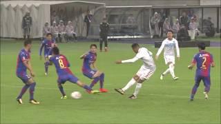 ゴール前に折り返されたボールを収めたジェイ(札幌)が右足を振り抜き...