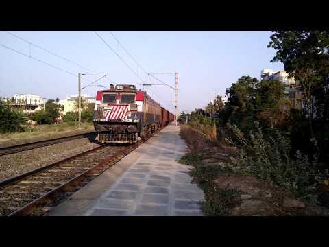JHANSI WAG7 [24528] Lead BOXNHL Empty GOODS Wagons - Indian Railways