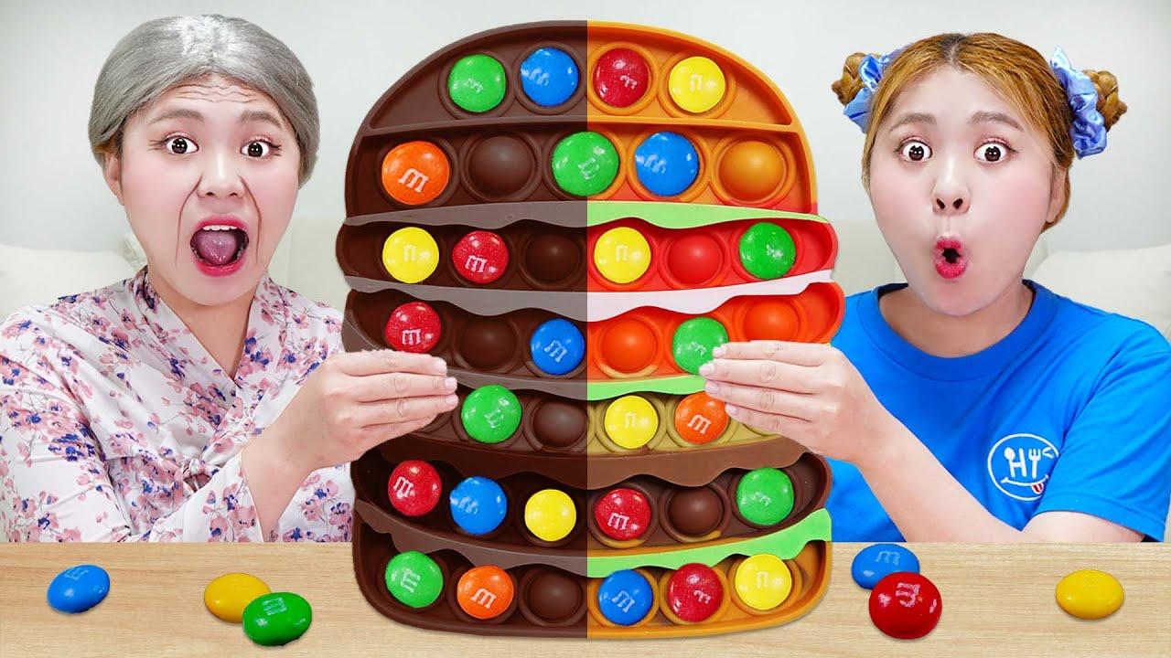 Download Mukbang Chocolate Pop it Challenge 하이유와 할머니의 초콜릿 팝잇 챌린지! 팝잇 푸쉬팝 아이스크림 젤리 먹방 EDIBLE PUSH POP| HIU 하이유