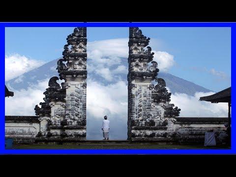 Breaking News | Fears of volcano eruption in bali spark massexodus