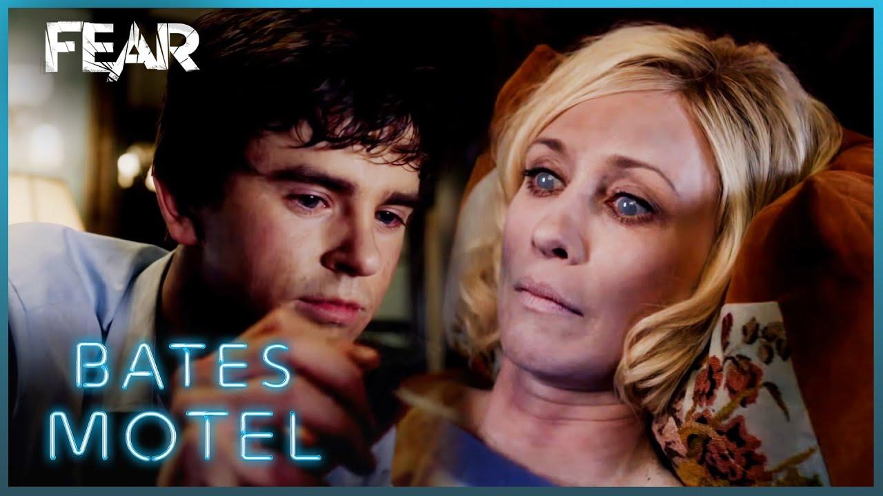 Download Chick Visits Norma   Bates Motel
