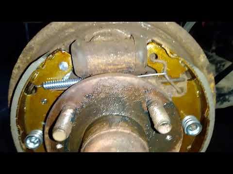 Шевроле Авео 1 замена задних тормозных колодок, тросов ручника и задних тормозных цилиндров часть 3