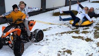 Катаем маму и папу на тюбинге!!! Неожиданно выпал снег.
