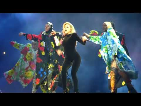 """Applause (Moving Platforms In Sky)"" Lady Gaga@Wells Fargo Center Philadelphia 9/11/17"
