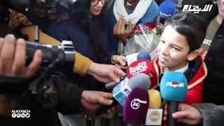 لحظة وصول نجم ذا فويس كيدز حمزة لبيض إلى المغرب