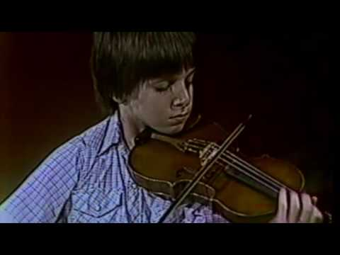THROWBACK THURSDAY | Joshua Bell – Wieniawski Violin Concerto No. 1, 14-Years-Old [1982]