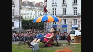 ROYAL DE LUXE : LA PETITE géante et xolo 2011