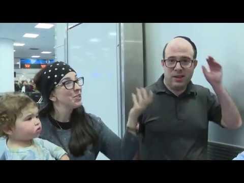 G BiZ - American Airlines Kicks Family Off Of Flight Over Body Odor!