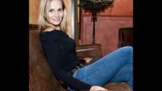 Monika Absolonová a Alan Bastien-Pár Krátkejch Dnů