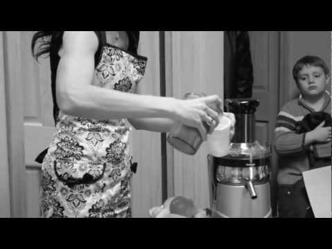 """Doin' It Raw with Dawn Manning- Ep.1 """"Carrot-Apple-Ginger Zinger"""""""
