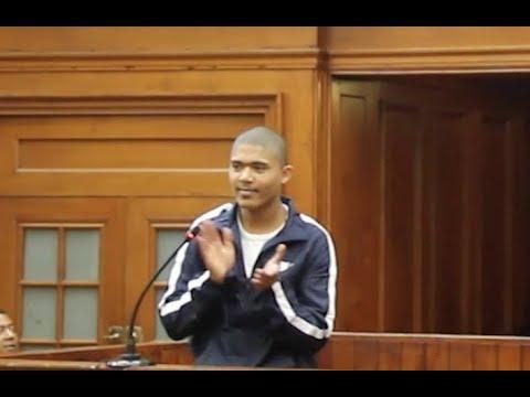 Download Cameron Wilson: Reeksmoordenaar klap hande toe regter hom bêre