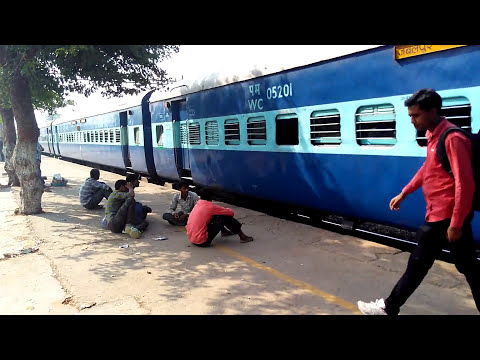 Jabalpur New Delhi SF Express Arriving on Faridabad Railway Station
