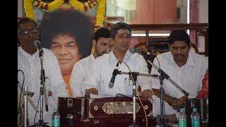Muraleedhara Gopaala Madhura   Sai Bhajans   ONE WITH SAI at Brindavan