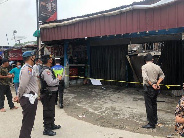 Bangunan Parkir Sepeda Motor Kontraktor PT IKPP Membara, Dua Orang Dikabarkan Tewas