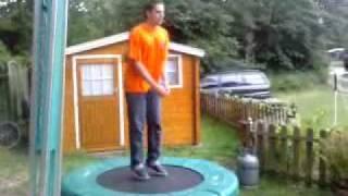 Roy op de trampoline