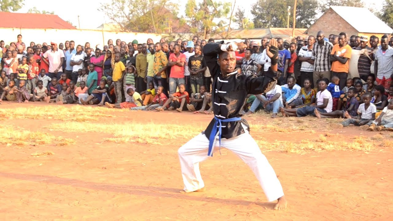 Download SAM WA BONGO MOVIE AKIWA LUNZEWE NA UJIO MPYA KTK ACTION MOVIE
